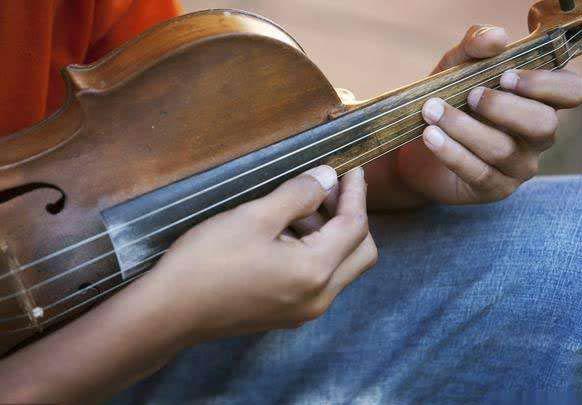 东欧的古董小提琴是否值得修复?