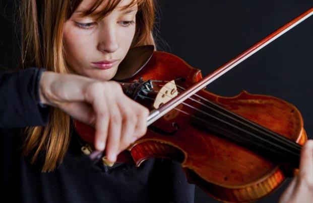 """小提琴演奏前一定要先""""热身"""""""