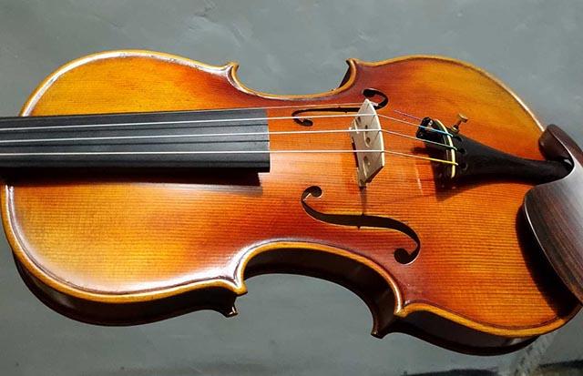 初学者如何选购小提琴,买什么牌子的?
